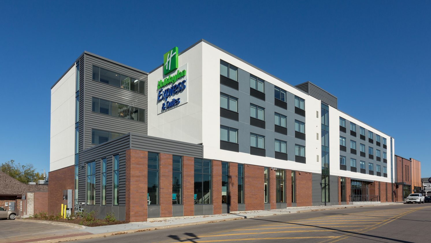exterior view of the Holiday Inn Express in Platteville